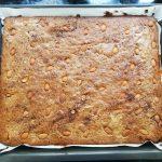 Paletilla de lechal a baja temperatura con su jugo ligado, Pastel de patata y olivas.